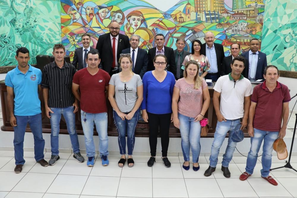 Membros da Associação de Desenvolvimento Social, Cultural e Desportivo da Comunidade Joaquim das Neves, acompanharam a aprovação do projeto de lei que declara a entidade de Utilidade Pública no Município.