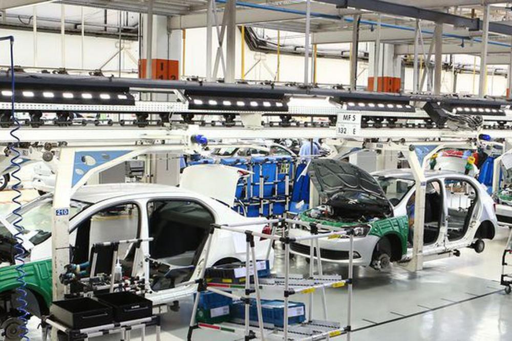 Brasil e Argentina assinam acordo de livre comércio automotivo.
