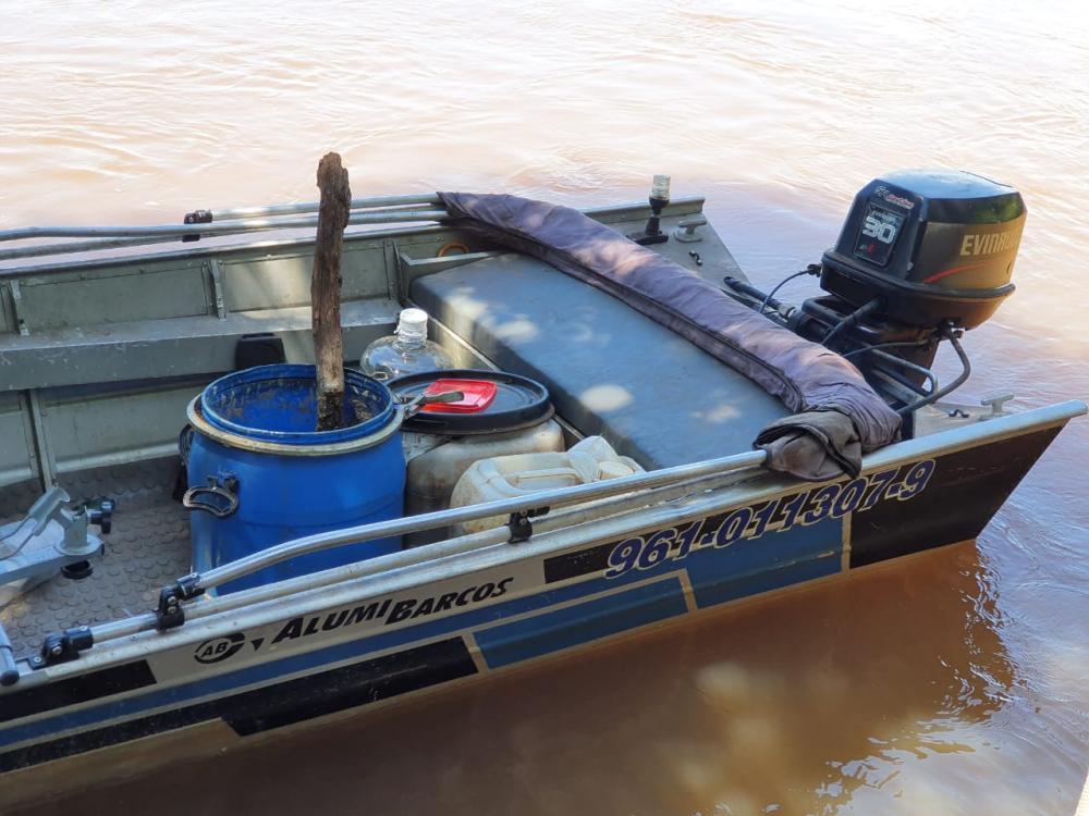 Polícia Militar Ambiental de Naviraí autua paranaense por pesca ilegal e apreende barco, motor e pescado