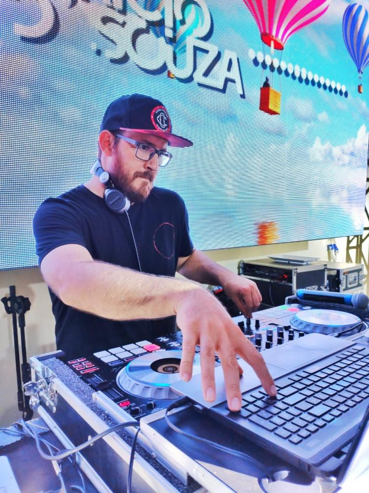Fabricio de Souza DJ toca no Camarote do Jads e Jadson 28 de Março.