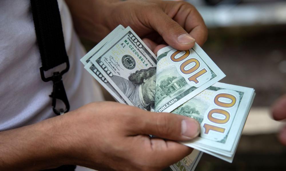 Dólar emenda terceira queda e é vendido a R$ 5,153