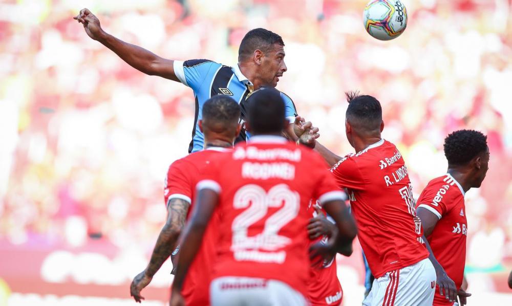 Grêmio confirma jogador com Covid-19 na véspera do Gre-Nal